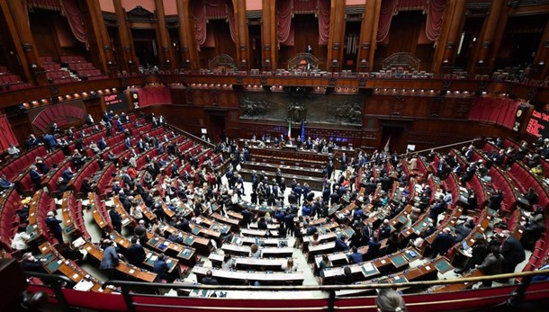 Fiducia al governo Conte La Camera dice sì (con 321 voti)