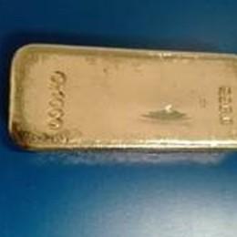 In valigia un lingotto d'oro da 51 mila euro Scatta il sequestro, viaggiatore multato