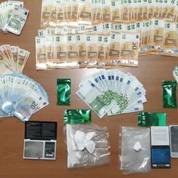 Spaccia cocaina in casa, arrestato 32enne  Nembro, droga e 8 mila euro negli armadi