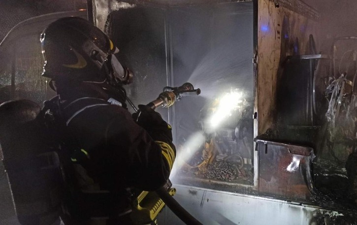 Brucia auto a gpl in un box di Barzana A Cenate in fiamme un furgone - Foto