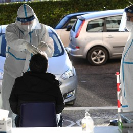 Coronavirus, in Italia 7.925 contagi Le vittime sono 329, oltre 142 mila i test
