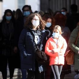 Covid in Italia, tasso di positività sale al 5,3 «Zona gialla, evitare gli assembramenti»