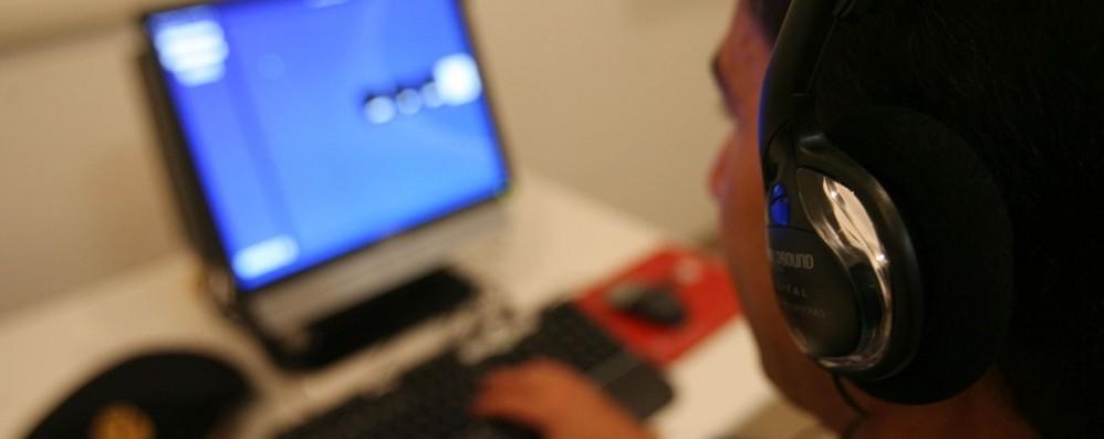 Nei guai a 14 anni: mostra svastica  durante call della comunità ebraica