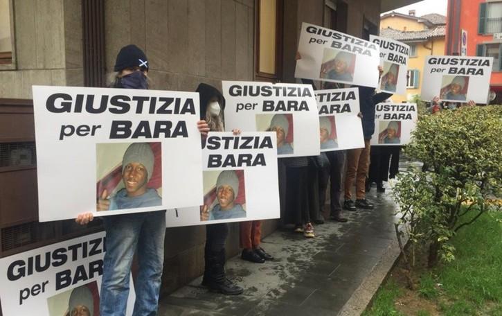 La morte di Bara finisce in Corte d'Assise Il comitato fa un nuovo presidio - Foto