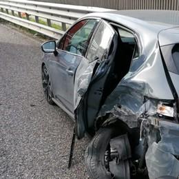 A4, per un guasto scende dalla macchina Giovane urtata da un tir in corsia d'emergenza