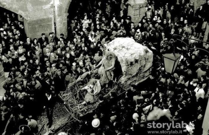 Sfilata  a Clusone nel 1967