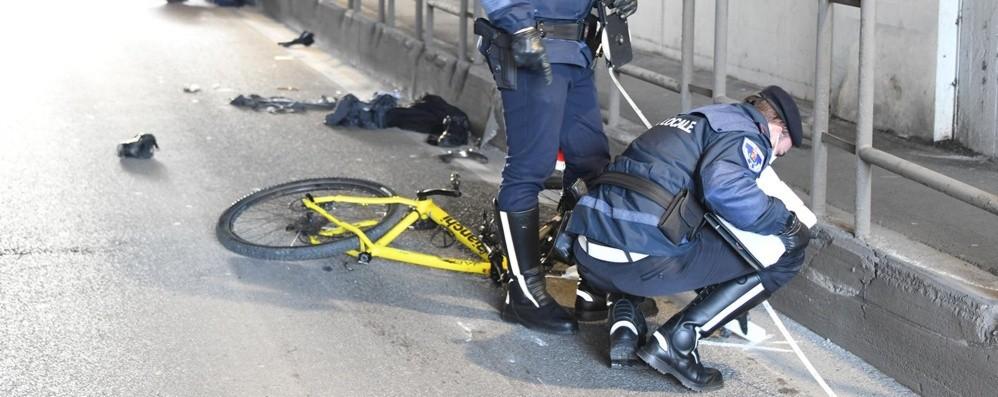 Investito nel sottopasso a Romano Morto in ospedale il ciclista, aveva 32 anni