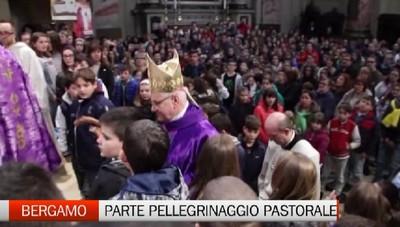 L'abbraccio del vescovo Francesco a Bergamo: inizia un pellegrinaggio in tutte le comunità