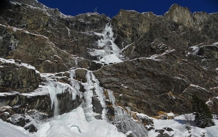 Al pizzo Coca -21,9 gradi Ghiacciate le cascate del Serio