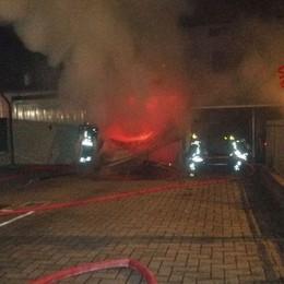 Auto si incendia in un garage -Foto Vigili del Fuoco a Grassobbio