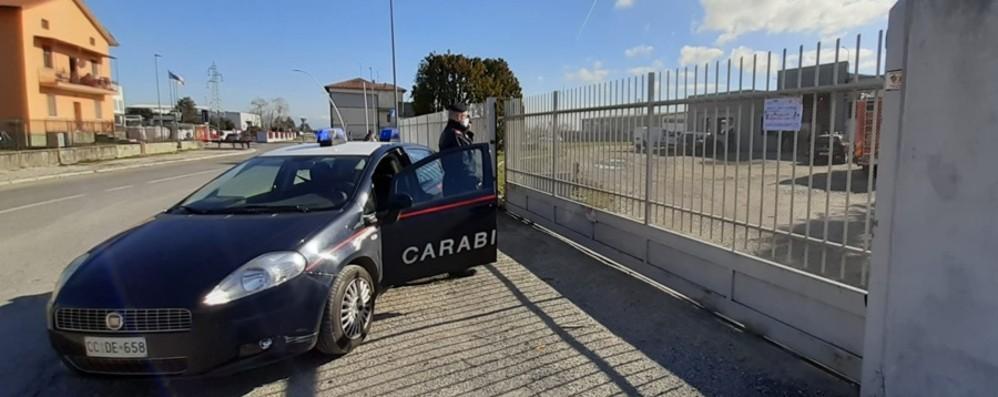 Cade da un tetto mentre è al lavoro Tragedia a Suisio, muore 72enne