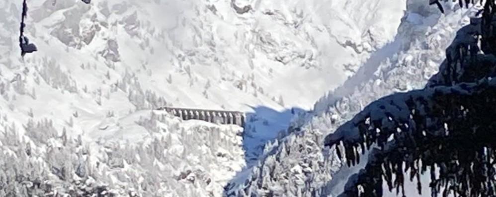 Ghiaccio e valanghe, escursioni vietate anche  alla Diga del Gleno e alla Manina