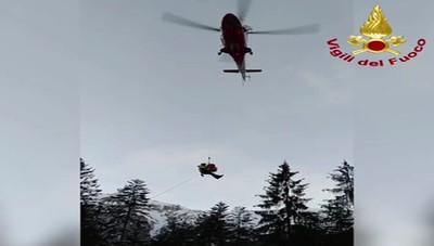 Scivola durante una ciaspolata Ragazza in salvo con l'elicottero