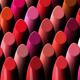 Storia del rossetto (e di come un colore sappia definire l'identità di una donna)