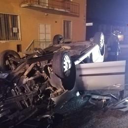 Auto si ribalta  a Calcio, scattano i soccorsi In ospedale il conducente: ferite non gravi