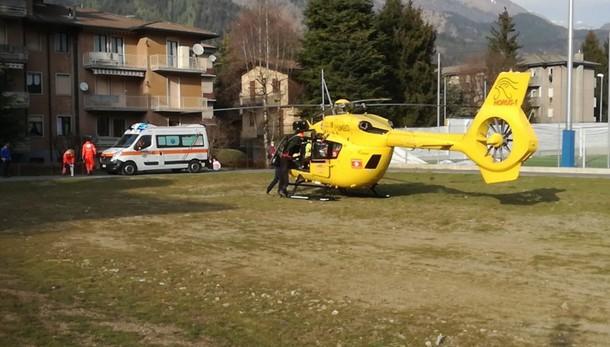 Cade in moto, giovane ferito L'elisoccorso interviene a Clusone