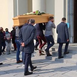 Gorno, commosso addio a Giovanni morto tragicamente sul monte Alben