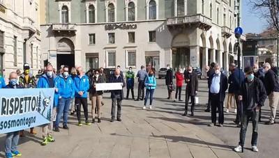 La manifestazione in centro a Bergamo
