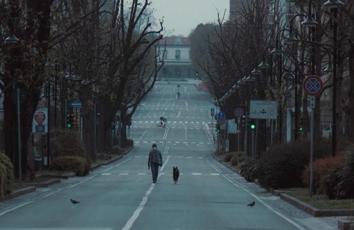 Un'immagine di viale Vittorio Emanuele «surreale» nell'autoscatto di un lettore,  Livio Fornoni