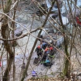Passante scorge auto nel fiume Tragedia a Camerata Cornello