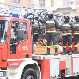 Romano, l'ultimo saluto al vigile del fuoco «Mauro è stato un esempio di generosità»