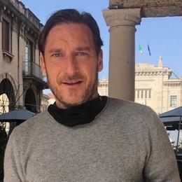 Seduto in quel caffè... c'è Totti Avvistato in centro pure Luis Figo