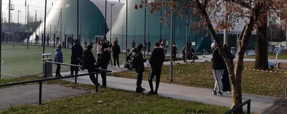 Un'ora e mezza di attesa per il tampone Seriate, Ats:«Potenzieremo il servizio»
