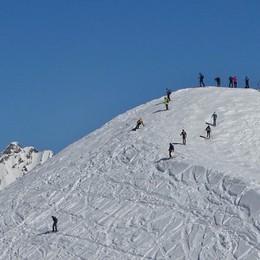 Assalto alla montagna nel fine settimana Migliaia sulla neve e fioccano le multe