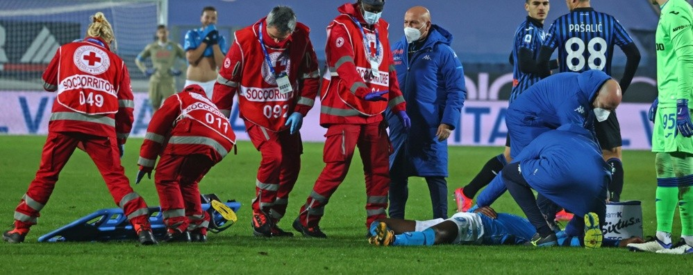 Atalanta-Napoli, paura per Osimhen  Trasportato in ospedale, trauma cranico