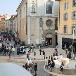 Bergamo, ultimo sabato di zona gialla  Tanta gente in centro e in Città Alta