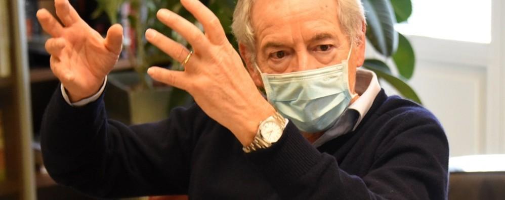Bertolaso: «Una guerriglia, ce la faremo ma vacciniamo prima il mondo produttivo»