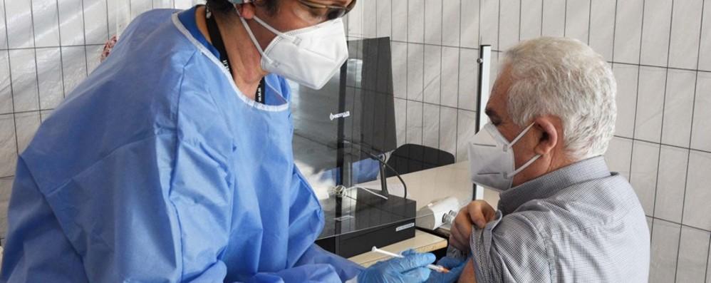 Campagna vaccinazioni anti Covid In campo anche i privati: 2.500 al giorno