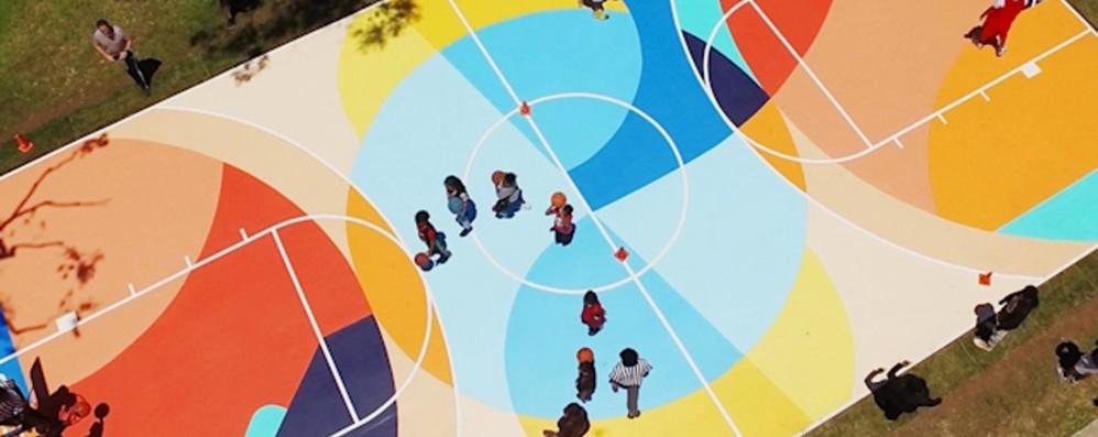 I campetti di basket diventano opere d'arte «StreetArtBall Project»: cinque artisti al lavoro