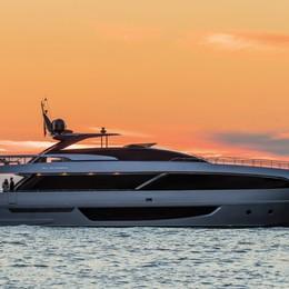 Ibra, relax a Sanremo a bordo del Corsaro Riva