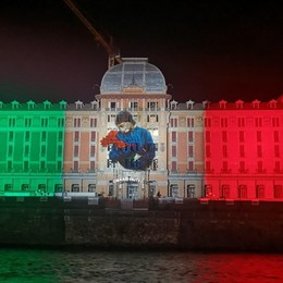 Il Grand Hotel diventa Tricolore a ricordo delle vittime del Covid