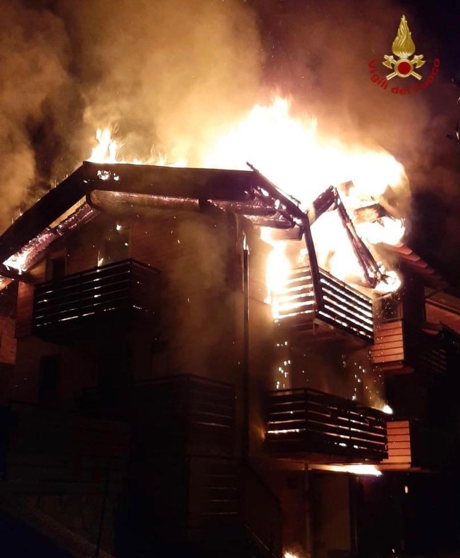Incendio a Schilpario: le alte fiamme
