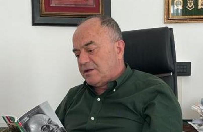 Il nuovo libro di mons. Ginami, nella foto il magistrato Nicola Gratteri legge il testo a lui dedicato