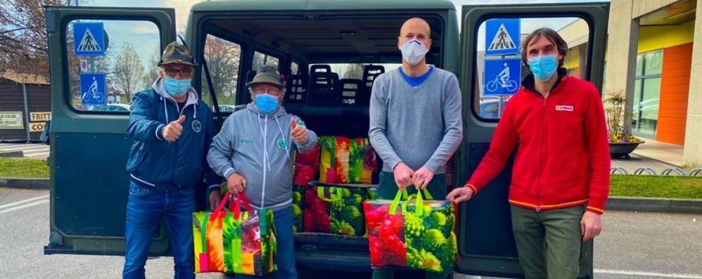 La solidarietà degli Almenno a 60 famiglie col carrello della comunità