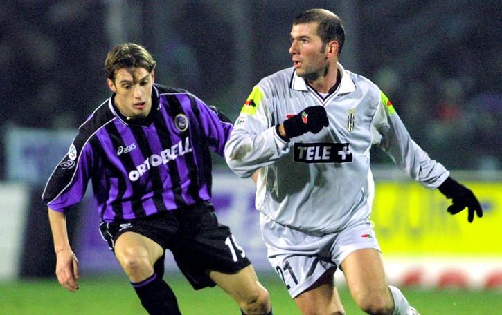 L'Atalanta ritrova monsieur Zidane. Dalle banlieue  ai trionfi in Champions, storia di un campione che ha vinto (quasi) tutto