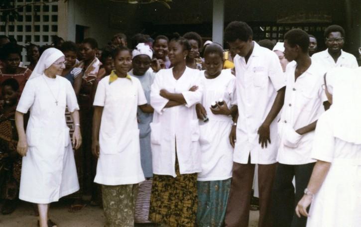Morirono di Ebola per assistere i malati Tre suore delle Poverelle venerabili