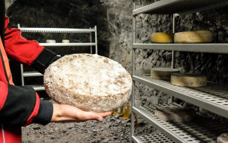 Ol minadùr, il formaggio che stagiona in miniera