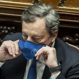 Piedi per terra A Draghi giova