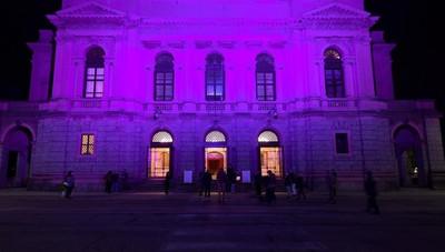 Tic Tac. Per una sera «luce sul teatro» Anche a Bergamo facciate illuminate