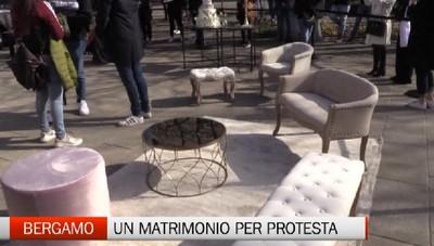 Un matrimonio da sogno ma è una protesta. Sul Sentierone di Bergamo il flash mob del mondo del wedding