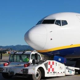 Volo tarda 12 ore, papà perde la laurea del figlio: Ryanair lo risarcirà