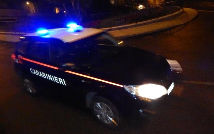 Bassa, auto fugge all'alt dei Carabinieri Inseguimento e schianto: preso 23enne