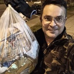 Casirate, il sindaco di corsa raccoglie i rifiuti e in 85 lo seguono