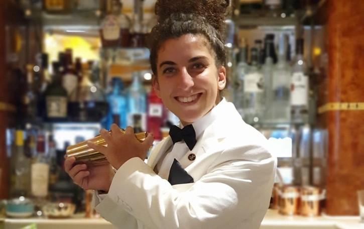 Londra, a 20 anni prima donna «bartender» dell'hotel Ritz