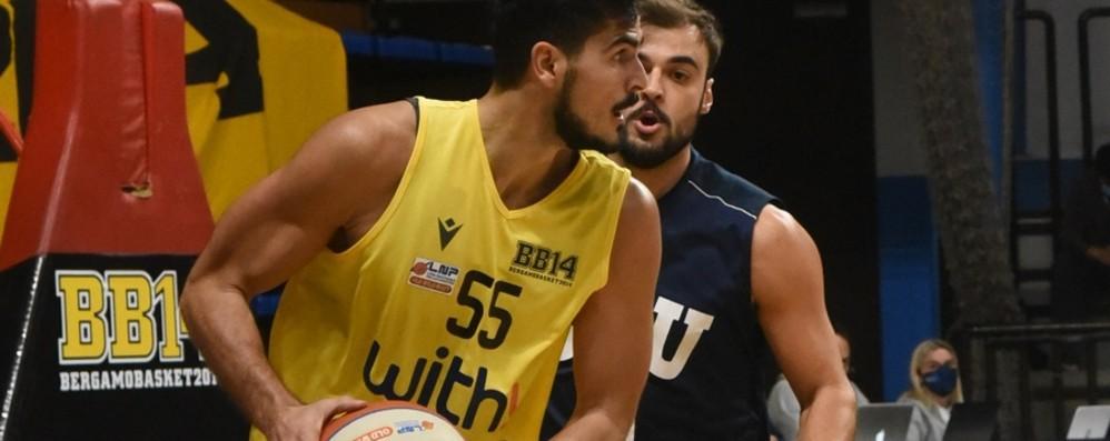 Basket A2, la salvezza di Bergamo passa dalle mani di Pullazi