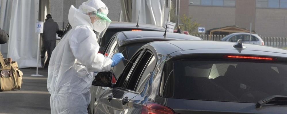 Covid, in Italia 10.680 positivi e 296 vittime nelle ultime 24 ore